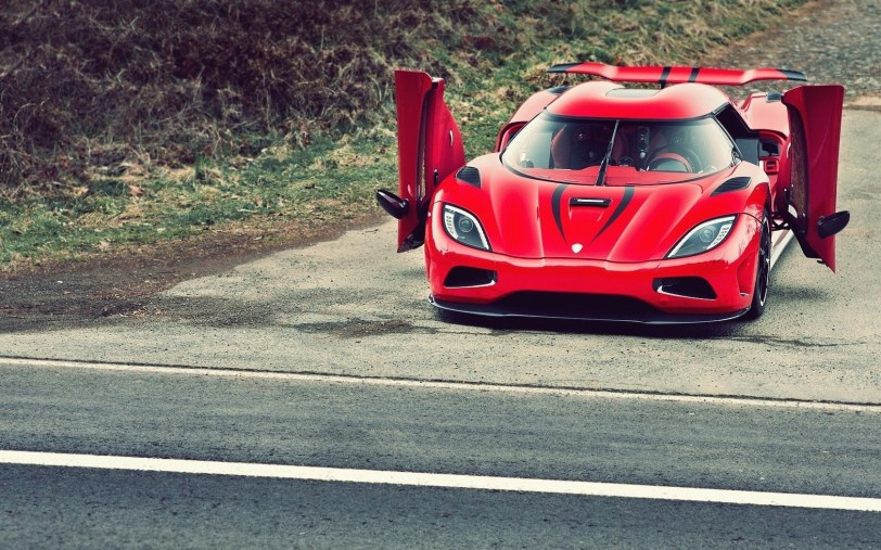 red-car-koenigsegg-agera-r-photo-wallpaper-1680x1050